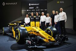 (L to R): Bob Bell, Renault Sport F1 Team Chief Technical Officer; Nico Hulkenberg, Renault Sport F1