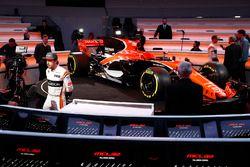Fernando Alonso, McLaren con os medios