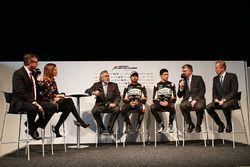 David Croft, Sky Sports; Natalie Pinkham, Sky Sports ; El Dr. Vijay Mallya, dueño del Sahara Force I