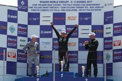 Podio TCR Gara 2: il secondo classificato Max Mugelli, Pit Lane; il vincitore della gara Eric Scalvi