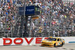 Damalı bayrak: Kyle Larson, Chip Ganassi Racing Chevrolet