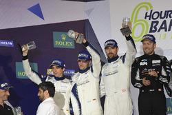 Podium LMGTE Am : deuxième place #78 KCMG Porsche 911 RSR: Christian Ried, Wolf Henzler, Joël Camathias