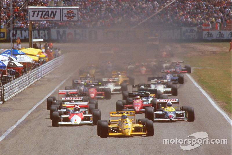 Départ : Ayrton Senna, Team Lotus Honda 99T mène