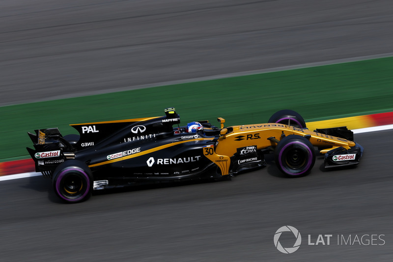 Jolyon Palmer complains about Fernando Alonso's aggressive move