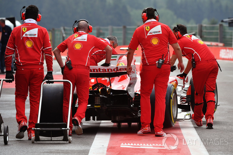 Ferrari mechanics push Ferrari SF70H in pit lane