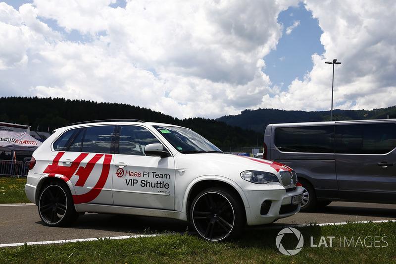 Службова машина команди Haas F1 Team - BMW