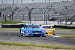 #23 TA2 Ford Mustang, Curt Vogt, Cobra Automotive, #5 TA2 Chevrolet Camaro, Lawrence Loshak, Loshak