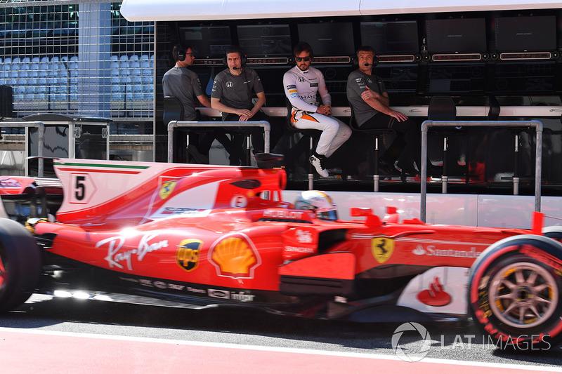 Mas quem poderia substituir Vettel? Alguns rumores apontam para a volta de Fernando Alonso, mas o espanhol nega que queira voltar para a F1. Ao mesmo tempo, a Ferrari nega qualquer mudança em sua dupla.