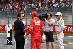 Davide Valsecchi, Sky Italia, pole sitter Valtteri Bottas, Mercedes AMG F1, Sebastian Vettel, Ferrar