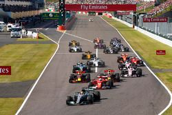 Start: Lewis Hamilton, Mercedes-Benz F1 W08 leads