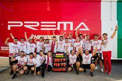 Charles Leclerc, PREMA Powerteam, Antonio Fuoco, PREMA Powerteam y el equipo celebra