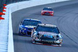 Ricky Stenhouse Jr., Roush Fenway Racing Ford, Chase Elliott, Hendrick Motorsports Chevrolet