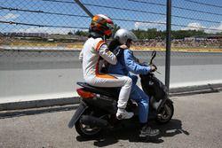 Stoffel Vandoorne, McLaren auf einem Scooter