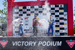 Podio GTS: il vincitore della gara Jade Buford, Racers Edge Motorsports, il secondo classificato Ern