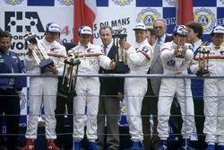 Podyum: Mark Blundell, Derek Warwick, Yannick Dalmas, Peugeot 905 Evo 1