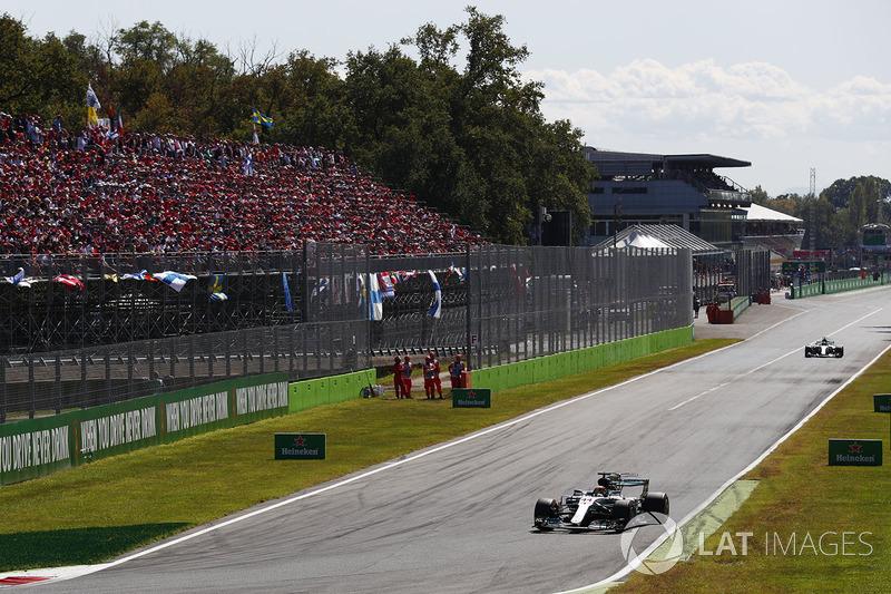 Logo na quarta volta, a ordem já estava reestabelecida: Hamilton liderava, com Valtteri Bottas em segundo. Esteban Ocon era o terceiro, mas não conseguia manter o ritmo.