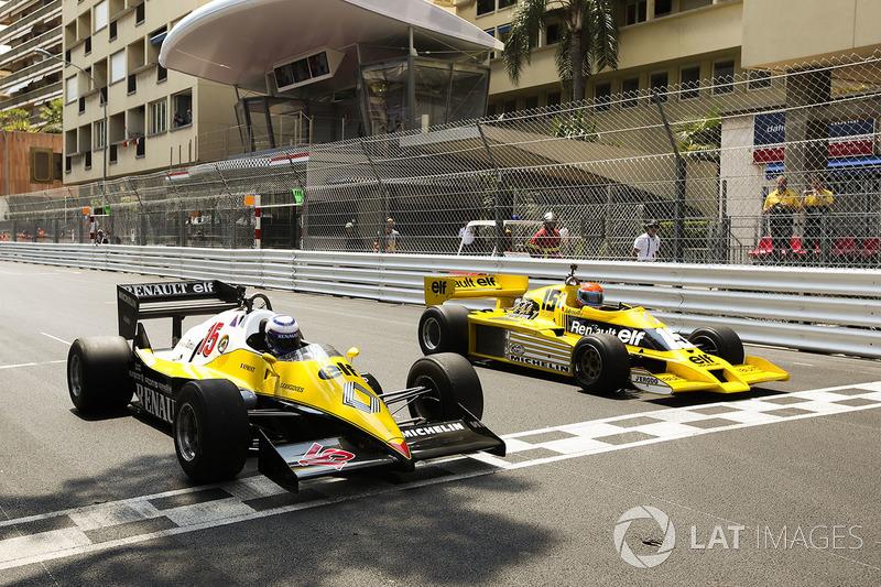 Ален Прост, Renault Sport F1 Team RE40, и Жан-Пьер Жабуй, Renault Sport F1 Team RS01