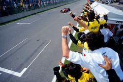 Race winner Jean Alesi, Ferrari 412T2