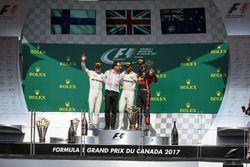 المنصة: الفائز بالسباق لويس هاميلتون، مرسيدس، المركز الثاني فالتيري بوتاس، مرسيدس، المركز الثالث دان