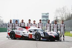 El nuevo Toyota Gazoo Racing Toyota TS050 Hybrid and the drivers: Anthony Davidson, Nicolas Lapierre