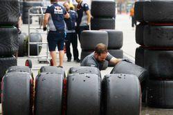 Un mecánico de McLaren