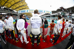 Fernando Alonso, McLaren, Nico Hulkenberg, Renault Sport F1 Team, Daniel Ricciardo, Red Bull Racing, the rest of the drivers stand for theMalaysian national anthem