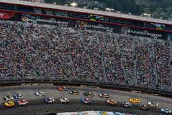 Joey Logano, Team Penske Ford, Ryan Newman, Richard Childress Racing Chevrolet
