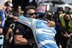 Le poleman Takuma Sato, Andretti Autosport Honda,  avec Michael Andretti, propriétaire d'Andretti Autosport
