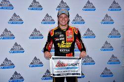 Erik Jones, Furniture Row Racing Toyota conquista la pole