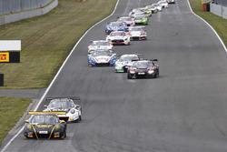 #36 bigFM Racing Team Schütz Motorsport, Porsche 911 GT3 R: Alex MacDowall, Klaus Bachler führt das