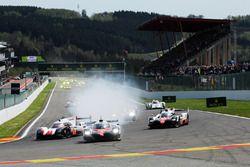 Start: #1 Porsche Team, Porsche 919 Hybrid: Neel Jani, Andre Lotterer, Nick Tandy, führt