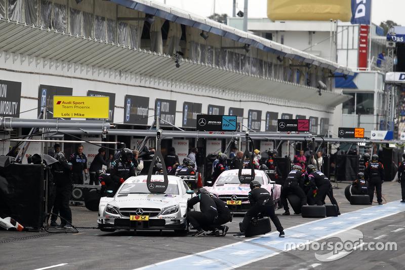 Команди роблять піт-стопи: Гарі Паффетт Mercedes-AMG Team HWA, Mercedes-AMG C63 DTM