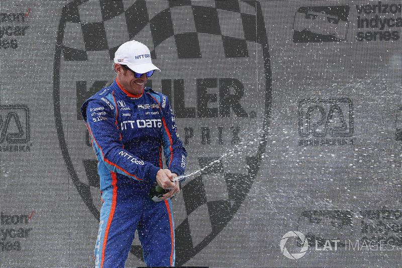 Podium: winner Scott Dixon, Chip Ganassi Racing Honda