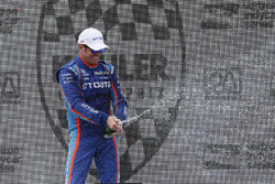 Podium: winner Scott Dixon, Chip Ganassi Racing Honda
