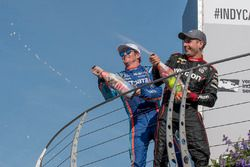 Podium : le vainqueur Will Power, Team Penske Chevrolet, le deuxième, Scott Dixon, Chip Ganassi Racing Honda