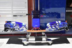 Scuderia Toro Rosso STR12 detalle de ala delantera