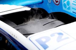Neumático con humo