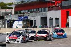 Тимми Хансен, Team Peugeot Hansen, Peugeot 208 WRX, и Тимо Шайдер, MJP Racing Team Austria, Ford Fie