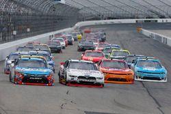 Brad Keselowski, Team Penske Ford, Kyle Busch, Joe Gibbs Racing Toyota, Kyle Larson, Chip Ganassi Ra