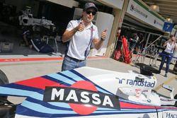 Felipe Massa mit Williams FW38 im speziellen Design für seinen letzten Heim-Grand-Prix