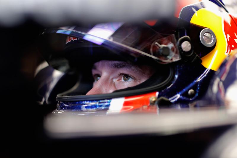 2016 год. В боксах Toro Rosso на субботней тренировке