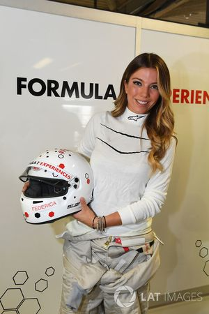 F1 Experiences, Doppelsitzerpassagierin Federica Masolin, Sky Italia