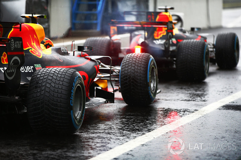 Max Verstappen, Red Bull Racing RB13, Daniel Ricciardo, Red Bull Racing RB13, in the pits
