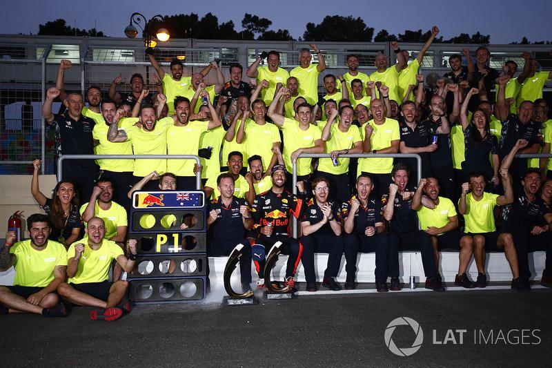 Daniel Ricciardo, Red Bull Racing, celebrates victory with his team