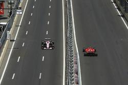 Sergio Pérez, Sahara Force India F1 VJM10, Kimi Raikkonen, Ferrari SF70H
