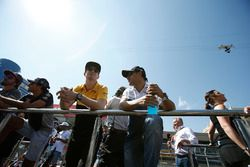 Nico Hulkenberg, Renault Sport F1 Team and Felipe Massa, Williams on the drivers parade