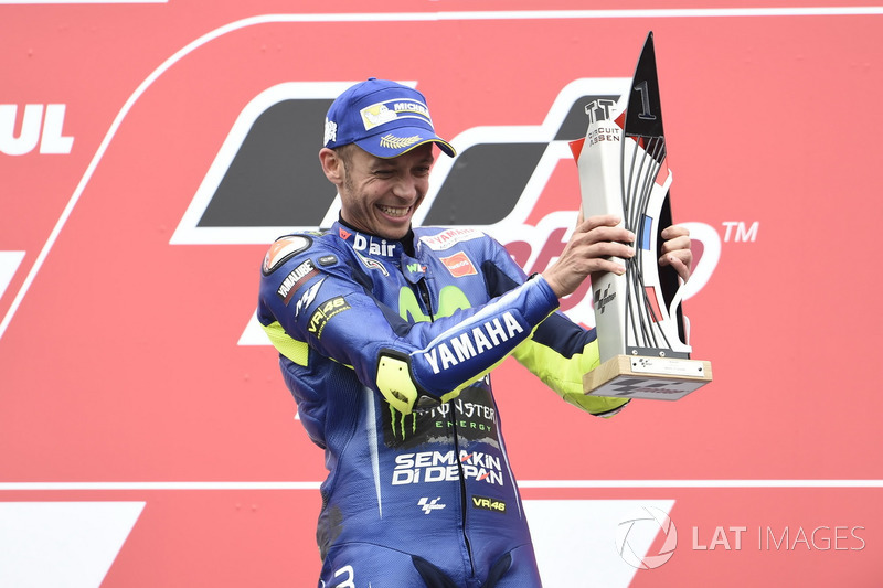 Podio: il vincitore della gara Valentino Rossi, Yamaha Factory Racing