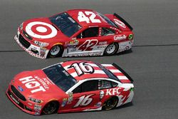 Kyle Larson, Chip Ganassi Racing Chevrolet, Greg Biffle, Roush Fenway Racing Ford
