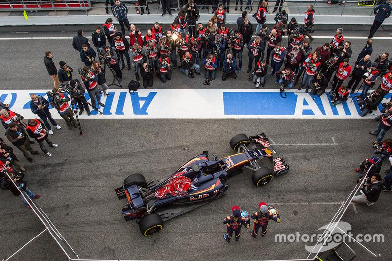 Max Verstappen, Scuderia Toro Rosso y Carlos Sainz Jr., Scuderia Toro Rosso con el Scuderia Toro Rosso STR11