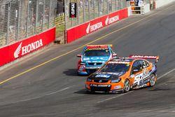 Andre Heimgartner, Lucas Dumbrell Motorsport Holden y Jason Bright, Brad Jones Racing Holden